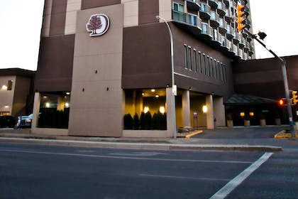 Exterior Front Entrance | DoubleTree by Hilton Hotel & Conference Centre Regina