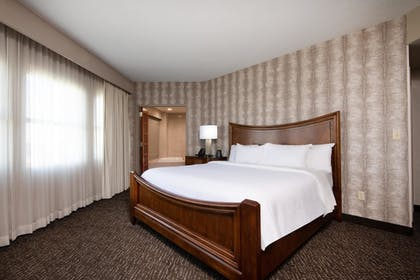 a8a9f77e_z.jpg | 2 Room Presidential Suite - 1 King Bed | Embassy Suites Northwest Arkansas - Hotel, Spa & Convention Center