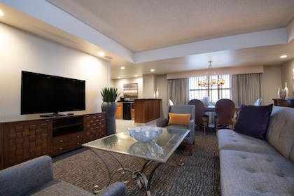 c6a172ab_z.jpg | 2 Room Presidential Suite - 1 King Bed | Embassy Suites Northwest Arkansas - Hotel, Spa & Convention Center