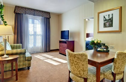 Suite Living Area | 1 King 2 Queen Beds 2 Bedroom 2 Bath Suite Non-smoking | Homewood Suites by Hilton Sacramento Airport-Natomas