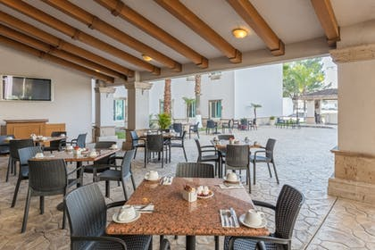 Dining Patio | DoubleTree Suites by Hilton Saltillo