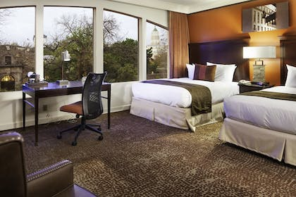 Queens | King Deluxe Suite | Emily Morgan Hotel - A DoubleTree by Hilton Hotel