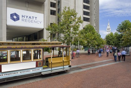 Exterior Cable Car | Hyatt Regency San Francisco