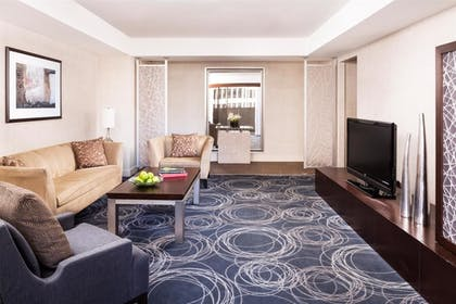 Balcony Lounge | Balcony Suite + Standard King | Hyatt Regency San Francisco