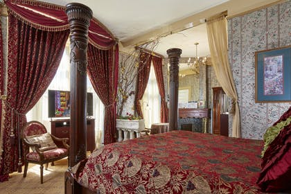 Queen_Anne_Hotel_Garden King Suite 2.jpg | Garden King Suite With Fireplace | Queen Anne Hotel
