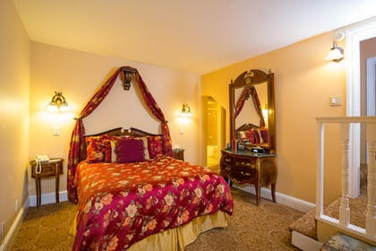 Bedroom  | Royal Family Suite | Queen Anne Hotel