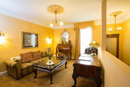Living Room | Royal Family Suite | Queen Anne Hotel