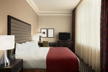 Bedroom | 2 Room Suite - 2 Queen Beds - Non-smoking | Embassy Suites by Hilton St. Louis Downtown