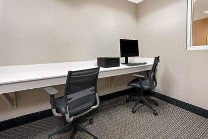 Business Center   La Quinta Inn & Suites by Wyndham Tacoma - Seattle