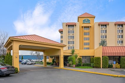 Exterior Day   La Quinta Inn & Suites by Wyndham Tacoma - Seattle