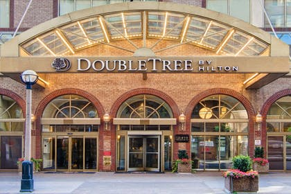 Exterior | DoubleTree by Hilton Hotel Toronto Downtown