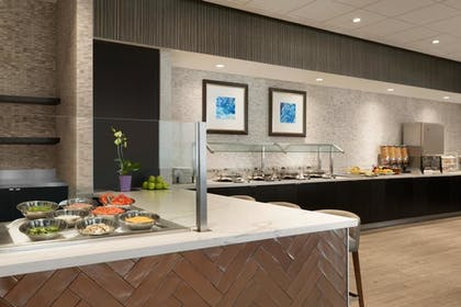 Hotel Restaurant | Embassy Suites by Hilton Toronto Airport