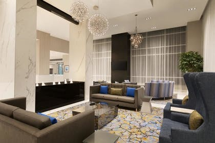 Hotel Sitting Area | Embassy Suites by Hilton Toronto Airport