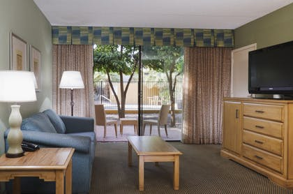 Living Area | 1 King Bed 2 Room Spacious Suite Non-smoking | DoubleTree by Hilton Hotel Tucson - Reid Park