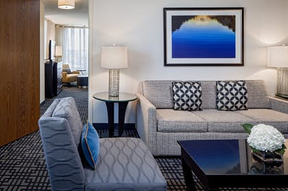 Livingroom | Executive Suite + King Room | Hyatt Regency Washington on Capitol Hill