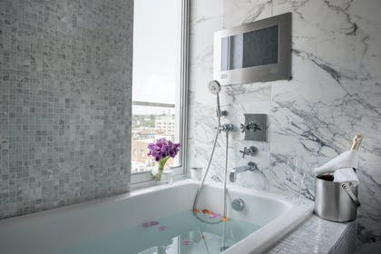 Deep Soaking tub | Luxury Suite 2 Double Beds with Balcony | The Dupont Circle Hotel