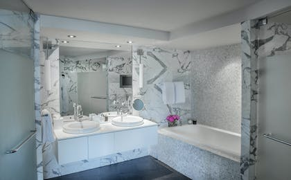 Bathroom | Luxury Suite with Balcony | The Dupont Circle Hotel