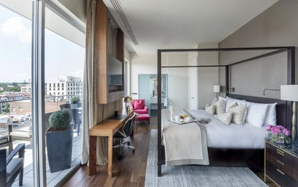 Bedroom area | Luxury Suite with Balcony | The Dupont Circle Hotel