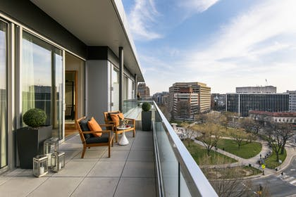 Sweeping balcony | Luxury Suite with Balcony | The Dupont Circle Hotel