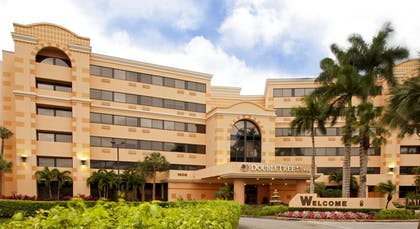 Exterior | DoubleTree by Hilton West Palm Beach Airport